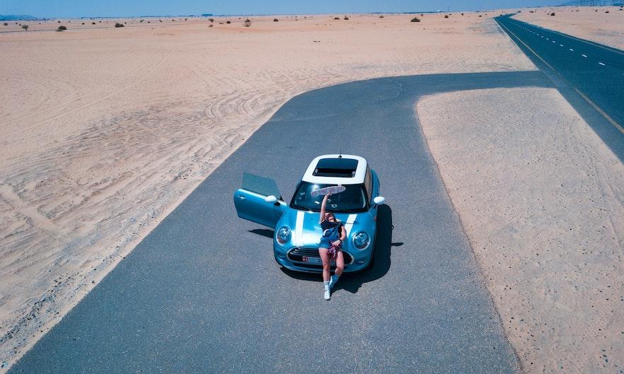 Can tourists drive in Dubai